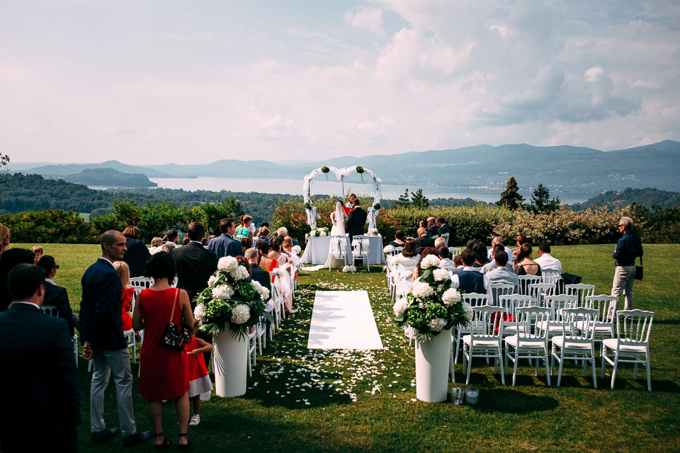 cerimonia civile con vista lago maggiore in villa repui