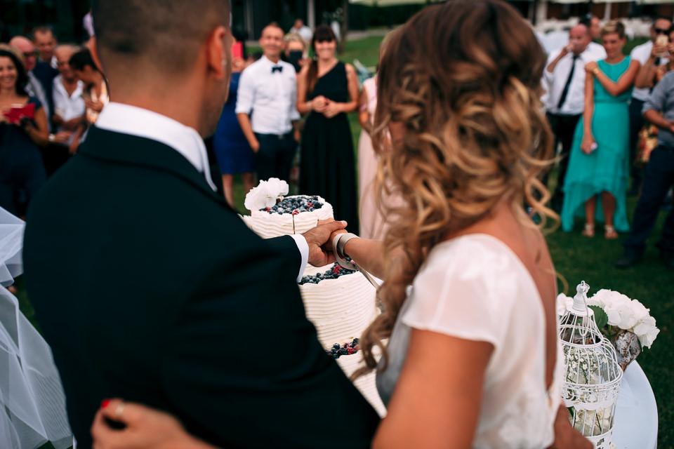 taglio della torta in villa repui