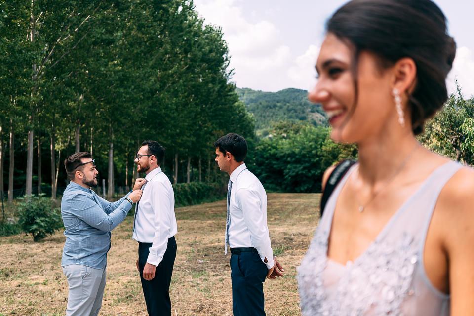 preparativo sposo all'aperto