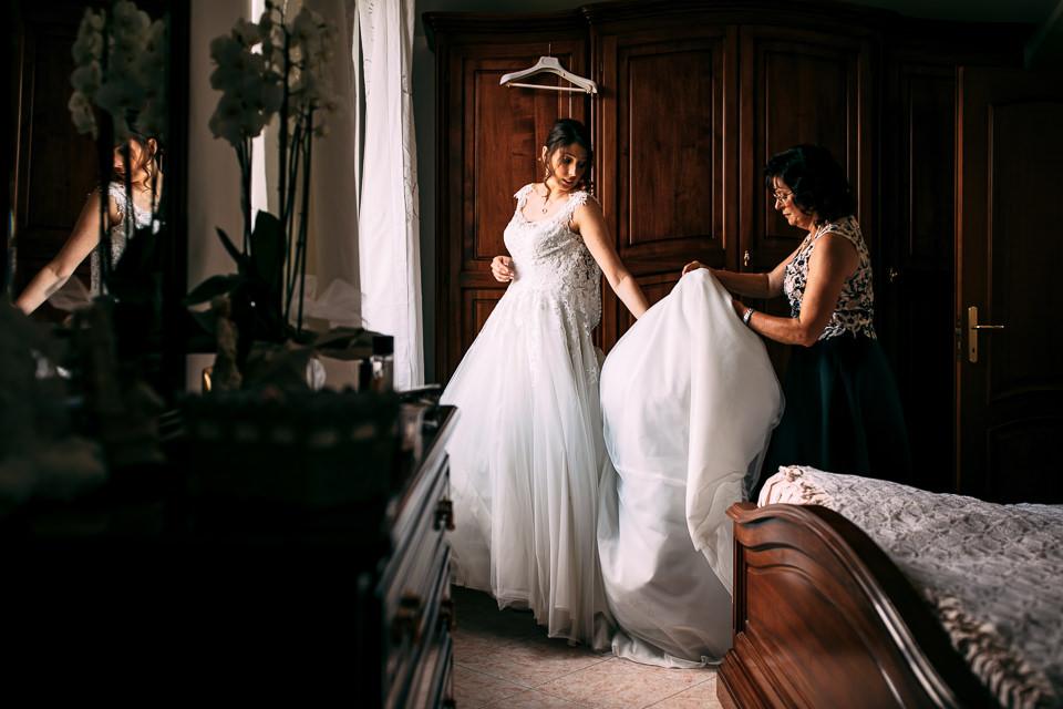 sposa in abito bianco