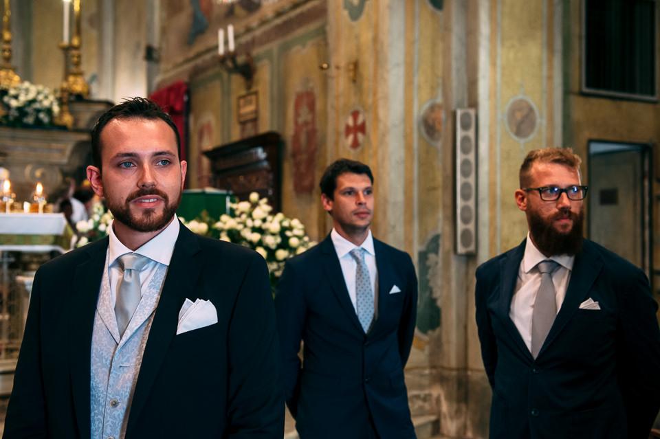 ritratto sposo in chiesa