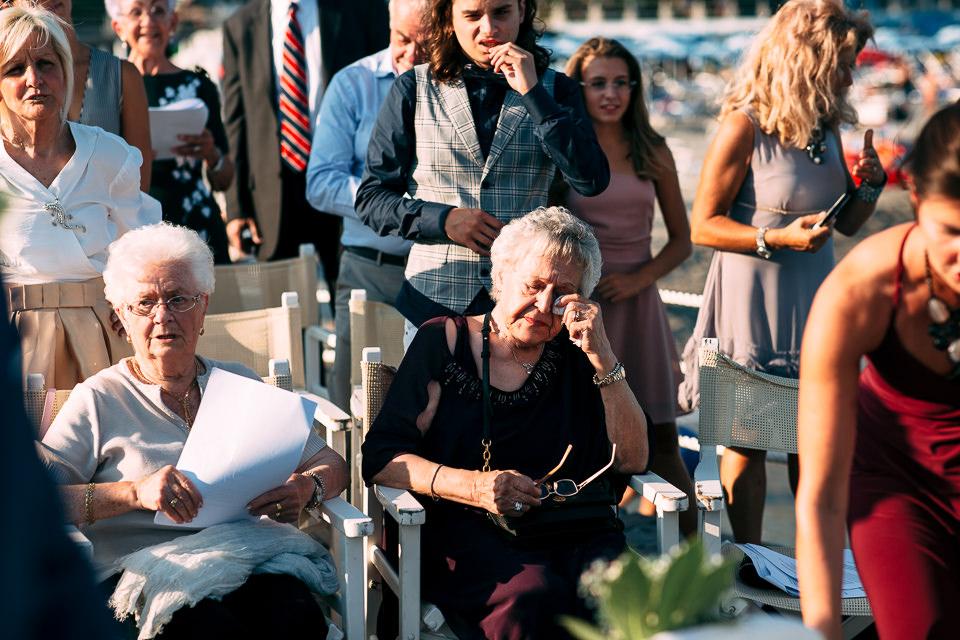 la nonna emozionata della sposa