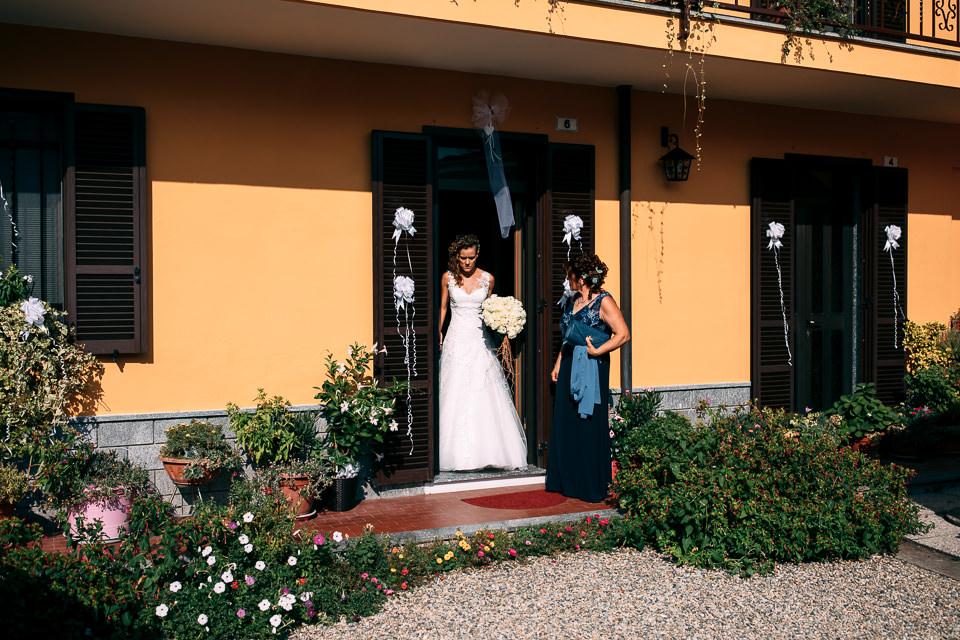 sposa esce di casa