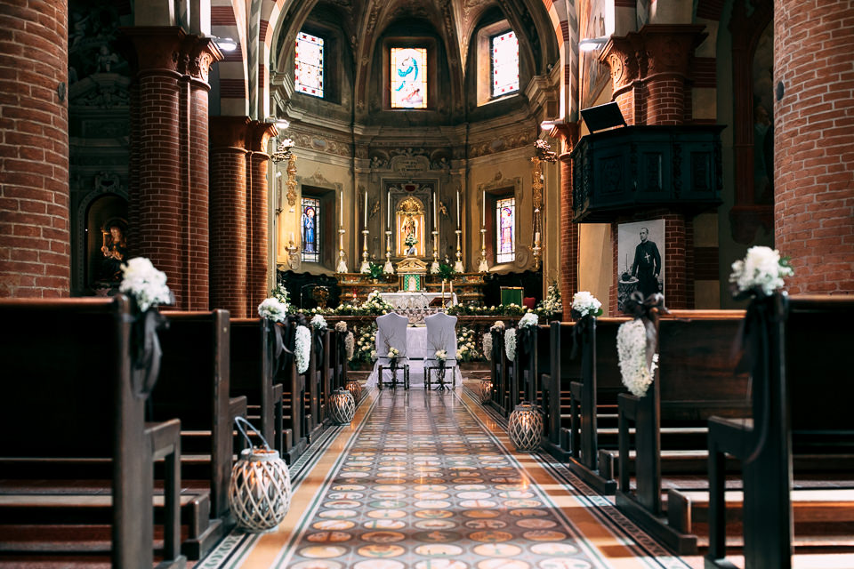la chiesa di sartirana allestita per un matrimonio